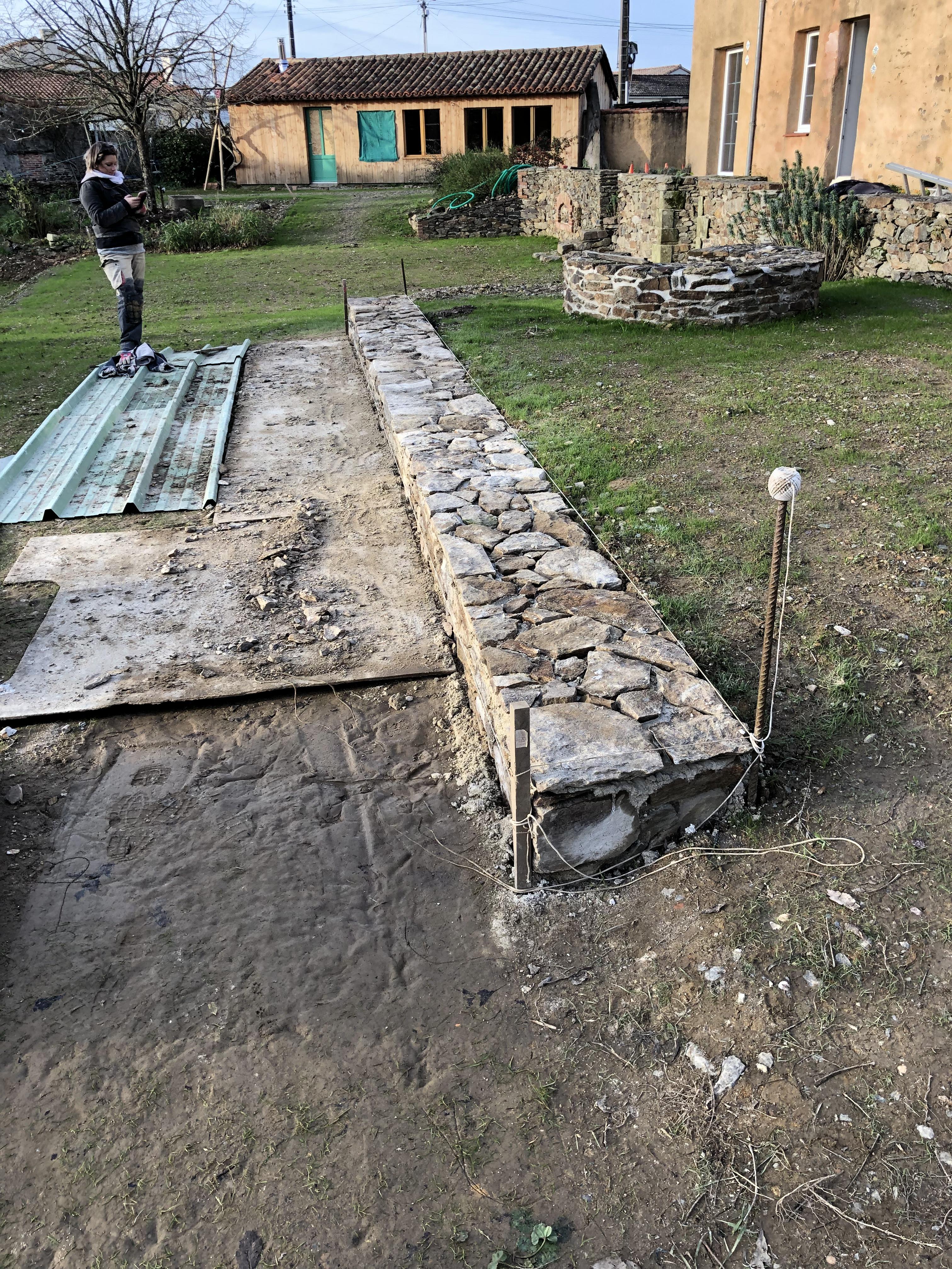 Muret en pierres 2